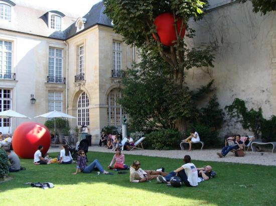 Paris 3e - jardin de lecture 2