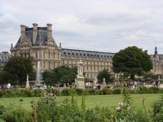 Paris - Jardin des Tuileries - Louvre 3