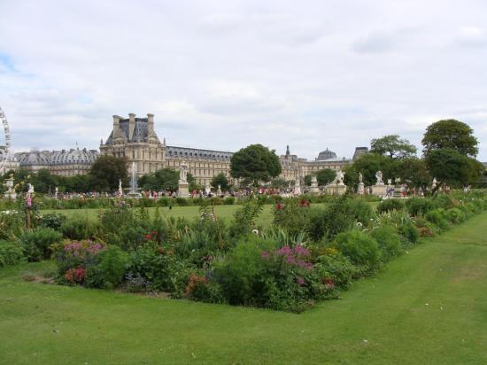 Paris - Jardin des Tuileries - Louvre