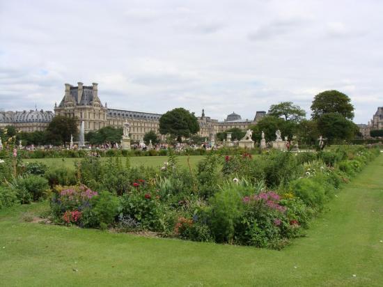 Paris - Jardin des Tuileries - Louvre2