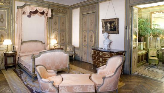 Somptueuse Chambre à Paris.png