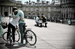 velo-sur-le-pont-des-arts.jpg